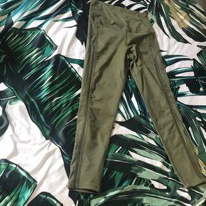 Women aerie chill play move legging in olive green